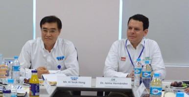Sr. Ki Seok Hong y Dr. Jaime Hernández
